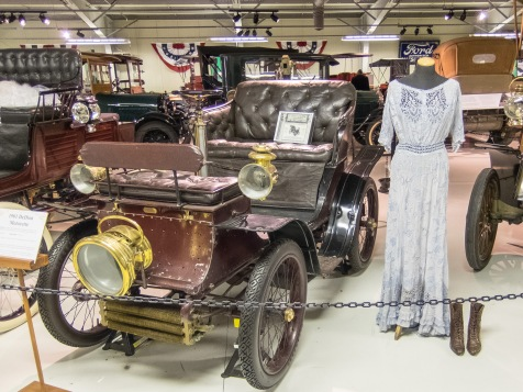 1901 DeDion Motorette was innovative for its universal joints / DeDion Tubes suspension which allowed its motor and gearbox to be mounted on the chassis.